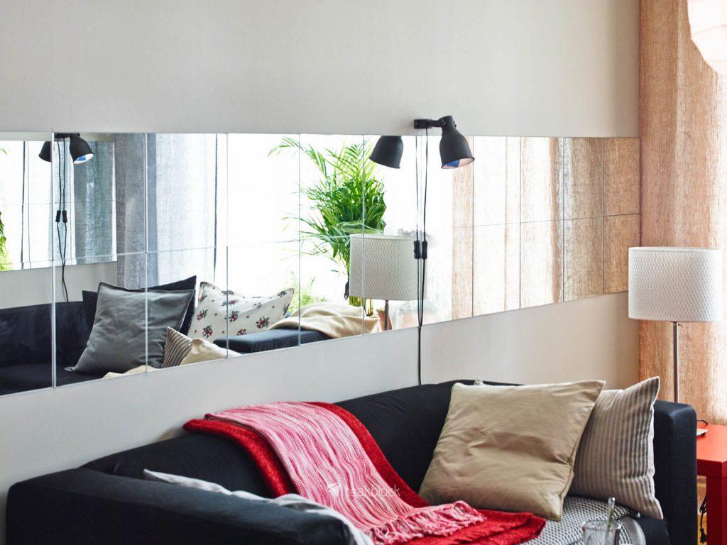 penggunaan cermin di ruang tamu minimalis