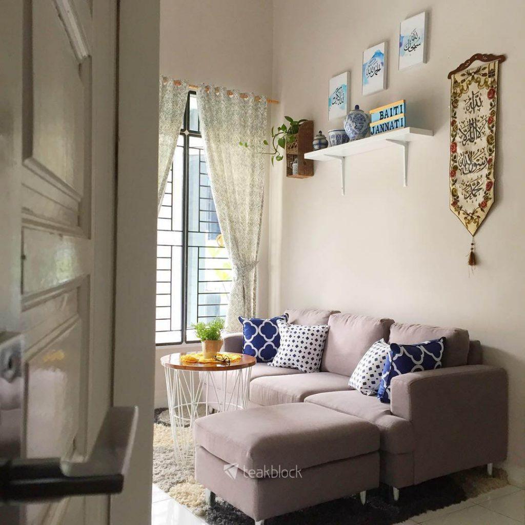 ruang tamu minimalis dengan warna warna natural